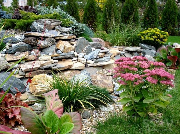 50+ идей дизайна сада: природное великолепие на вашем участке http://happymodern.ru/dizajjn-sada/ Альпийская горка посреди сада и красочных цветов в саду