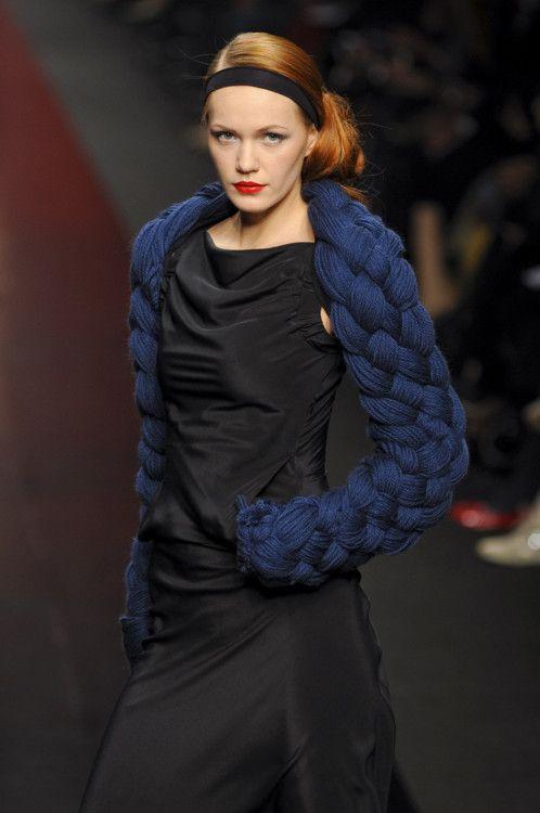 blue+black: Knits Crochet, Knits Shrug, Fun Inspiration, Fashion Week, Knits Arm, Knits Fashion, Inspiration Knits, Chunky Knits, Braids Tops