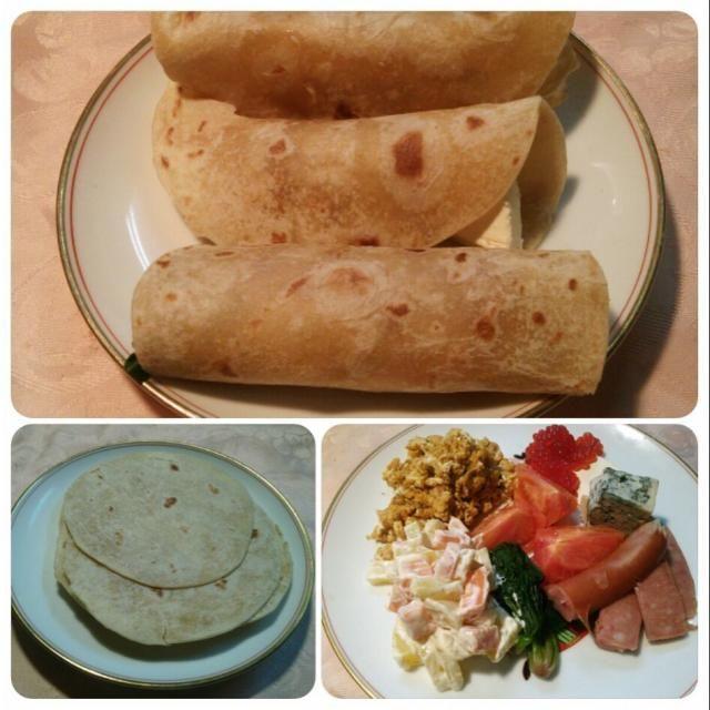 タコスはメキシコの手巻き寿司のようなもの(^^)v トルティージャ(小麦粉で作るものとトウモロコシの粉で作るもの)に好みの具をのせて巻くだけ(^o^) 今夜はアリゾナで仕入れた小麦粉(harina)のトルティージャ(tortilla)使用♪ メキシコ時代を思い出しながら(^_^)/~~ - 33件のもぐもぐ - Esta noche aprovecho Tacos. 今晩はメキシコの手巻き寿司~♪タコス\(^^)/ by hkim