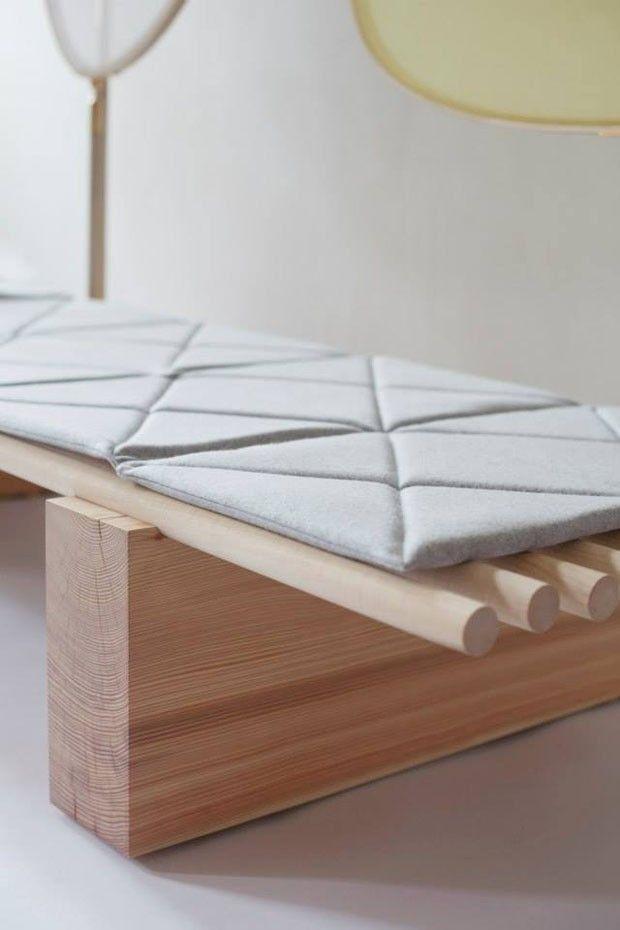 Uma cama para relaxar de dia. Móvel delicado ajuda a reservar tempo para si