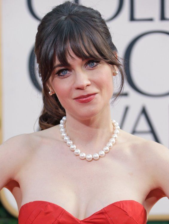 Zooey Deschanel 2013 wearing a magnificent, large round pearl necklace