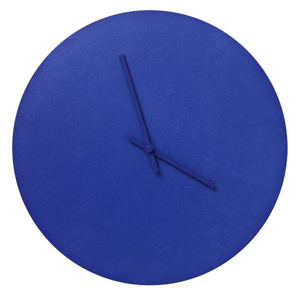 The light and simple Steel Clock by Norm Architects for Menu is available in two different versions: wall clock and table clock. This minimalistic clock is available in different soft colors.