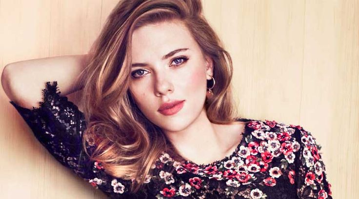 Scarlett Johansson si-a facut trupa de fete! - https://tabloidescu.wordpress.com//?p=454