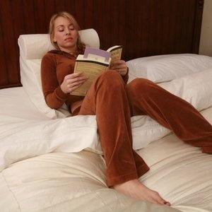 wedge for reading in bed bing images. Black Bedroom Furniture Sets. Home Design Ideas