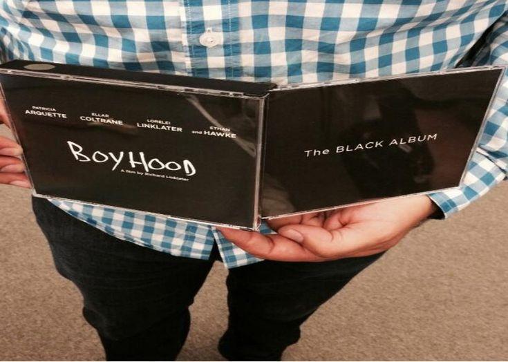 """En un mundo justo el film Boyhood de Richard Linklater (Antes del amanecer, Escuela del Rock, Despertando a la vida) merecería los premios de la academia en cada una de sus candidaturas (película, director, guión, montaje , actor y actriz de reparto). A su vez deberíamos ser más atrevidos que ello y no rotular a esta obra por un premio o con el sticker de """"la película que tardo 12 años en ser filmada"""". Un rotulo más sólido sería el de: ejercicio que pretende retratar el cambio desde una ..."""