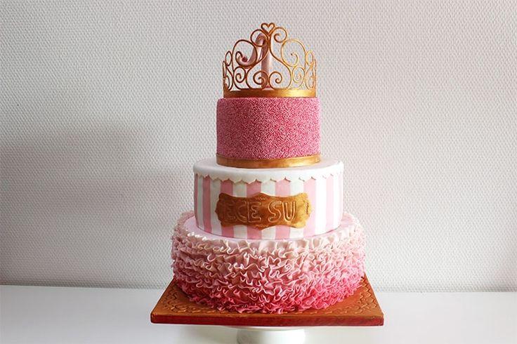 Sallys Blog - Prinzessinnen-Torte zum 1. Geburtstag mit Erdbeer-Buttercreme