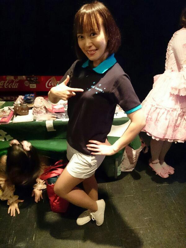 バス★ロビ KENSHILOW Presents 『Very Berry Magic Vol.77』(2015年10月4日・赤坂CLUB天竺)より。物販中の、近藤 亜美さん。