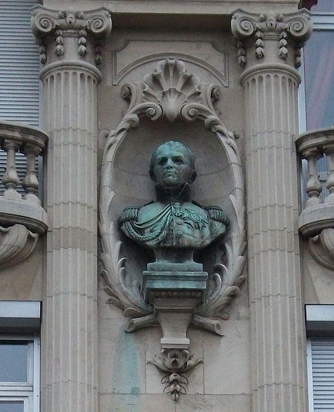 Buste du général Drouot sur la façade de son hôtel particulier de Nancy.