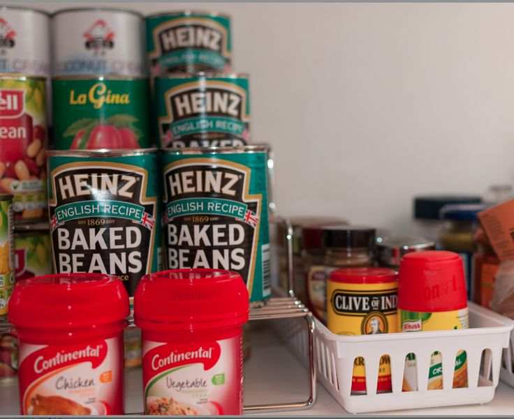 Pantry Organising:  Make sure you find your tin cans by using a step shelf helper. This nifty product makes your pantry overviewable in a whiff!