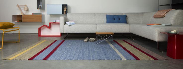 Mix een #vloerkleed met felle kleuren samen met neutrale tinten voor een trendy look.