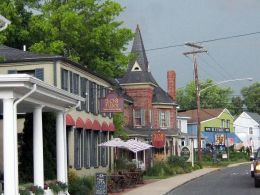 St. Michaels, Maryland, a small town on Maryland's Eastern Shore near Easton, just oozes charm. At 1 1/2 hours from Washington, DC, and a relatively short drive from Baltimore, Philadelphia, and Wilmington, Delaware, St. Michaels, MD. has become a weekend tourist destination