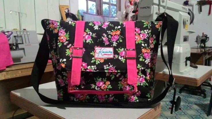 Sling Bag, 28x25x10 cm.