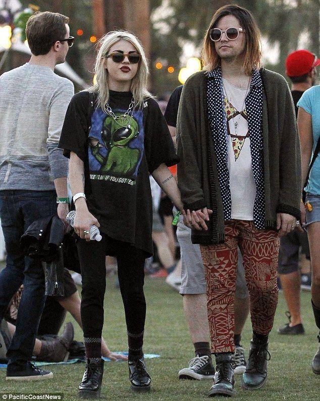 Фрэнсис Бин Кобейн, 23-летняя дочь фронтмена Nirvana Курта Кобейна и Кортни Лав вышла замуж не пригласив на свадьбу свою мать.