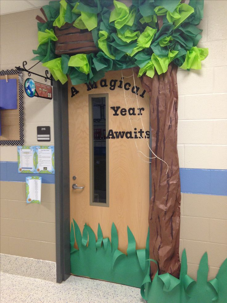 Magic treehouse themed classroom door class door ideas for Apple tree classroom decoration