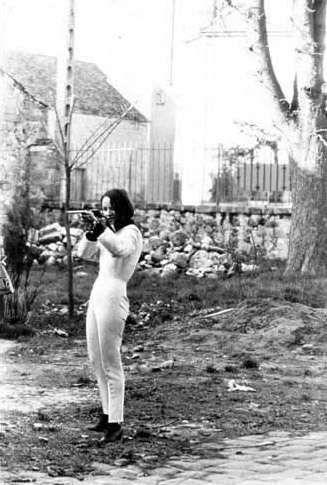 """Nikki de Saint Phalle en """"shooting action"""""""