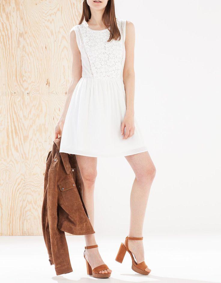 Φόρεμα με κροσέ στο μπροστινό μέρος