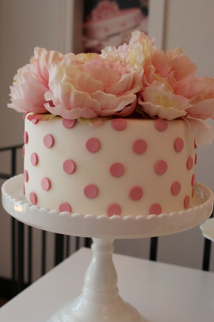 Pretty polka dot cake from SugarStars