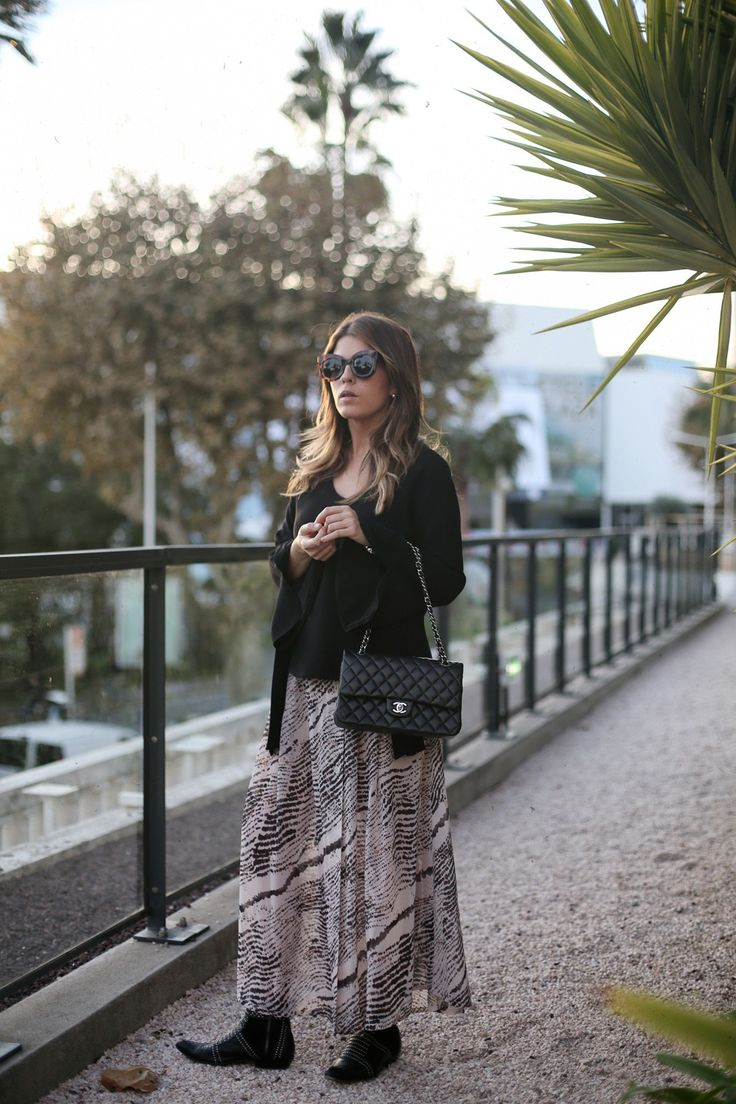 Sunset in Cannes | Mi armario en ruinas. Black bell sleeves blouse+black and white printed maxi dress+black ankle boots with metallized details+black chain shoulder bag+sunglasses. Fall Outfit 2016