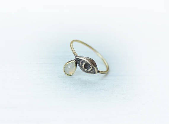 This is a bronze, brass and opal ring made in my studio. The eye itself is sculpted in wax, cast in bronze. Its size is 10 x 7 mm, 3D style. It has patina for enhancement and a vintage look! The ringband is made of brass and has patina. The teardrop is made out of a pear shape opal of very pale colour. The opal is not flashy, just glowy. The eye of providance represents the eye of God watching over mankind.  Ring size: 8 1/2 US, and can be made a bit larger  Please check out my other ite...