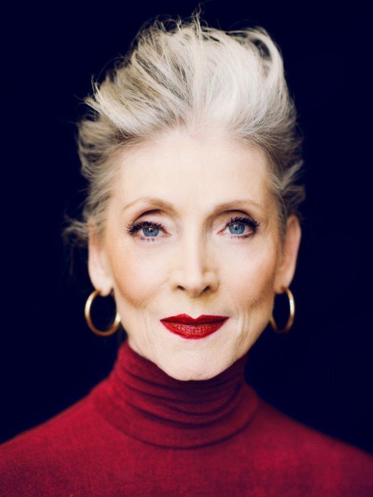 Otra imagen de Eveline Hall que empezó a ser modelo a los 60 años. Ahora, a sus más de 70 años, es la imagen de la campaña de la firma American Vintage..