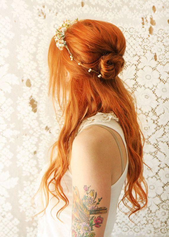El moño a media altura | 31 peinados de boda preciosos que en realidad puedes hacer tú misma