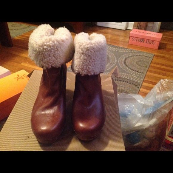 Uggs clog boots Great condition. Firm price of 75.00 UGG Shoes Ankle Boots & Booties