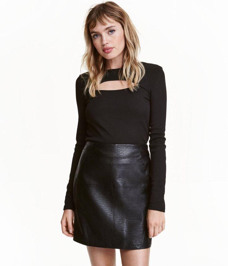 Kolla in det här! En kort kjol med dragkedja bak. Fodrad. - Besök hm.com för ännu fler favoriter.