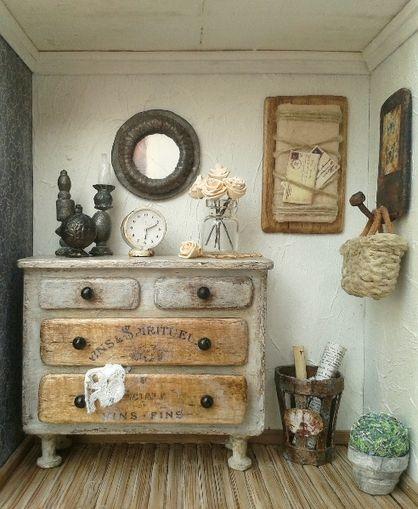 VESTÍBULO ROMÁNTICO ROOMBOX - Escena en una caja de madera con puerta acristalada.