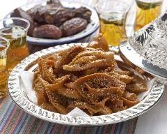 Chebakia marocaine : http://www.cuisineaz.com/recettes/chebakia-marocaine-62647.aspx