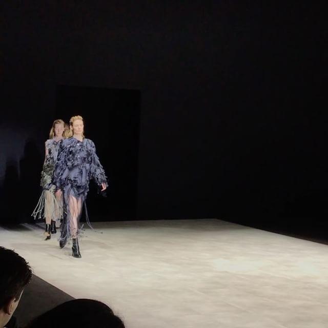 #MFW #VOGUELIVE  런던에서 활동하는 중국 디자이너 주지 #xuzhi 이번 시즌 아르마니와 이탈리아 패션 협회의 후원으로 MFW에서 쇼를 선보였습니다. 은은한 색감과 경쾌한 프린지의 만남. _ #London based Chinese designer XuZhi was supported by #Armani and Camera Nazionale della Moda Italia to show at #MilanFashionWeek this season. #Vogue #VogueKorea #XuzhiAW17 #米兰 #时装周 #服装秀  via VOGUE KOREA MAGAZINE OFFICIAL INSTAGRAM - Fashion Campaigns  Haute Couture  Advertising  Editorial Photography  Magazine Cover Designs  Supermodels  Runway Models