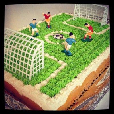 Gâteau stade de foot à la pêche