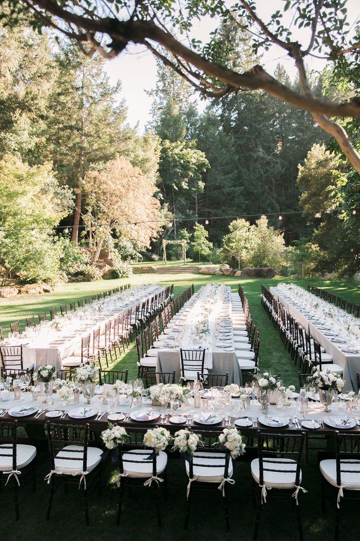 Свадебный декор не менее важен, чем выбор ресторана или блюд, которые будет поданы. Именно декор создает незабываемую праздничную атмосферу, помогает передать индивидуальность пары. Свадебный декор - это те  самые мелочи, в которых, как известно, кроется совершенство.