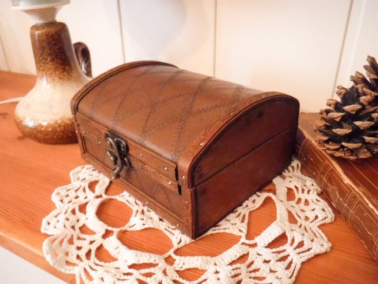Vintage wood box / quilted lid / box with hinged lid / wood trinket box / leather lid / small jewelry box / office desk box / decorative box by GrandmasOldStories on Etsy