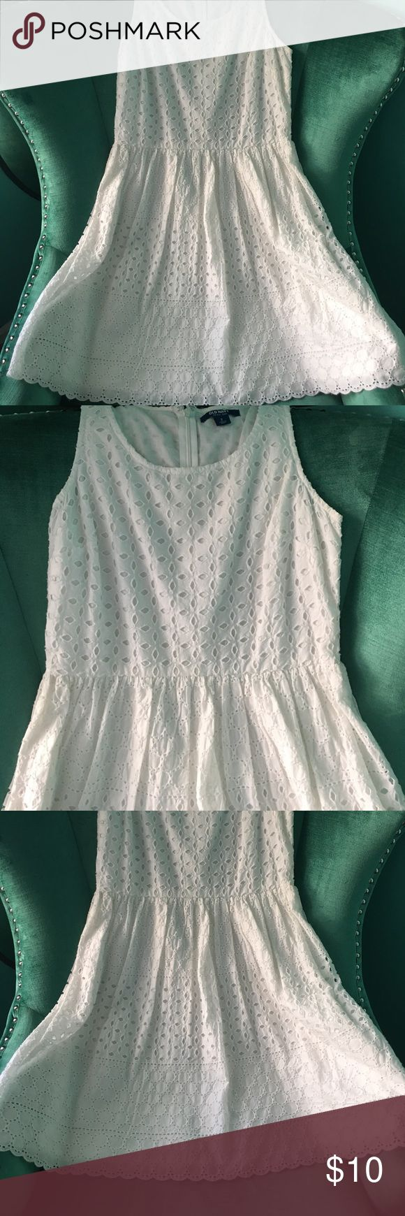 White Lace Dress White lace dress, never worn! Size 2 from Old Navy. Perfect for summer or any outdoor event. Match it with a colorful cardigan and necklace! Old Navy Dresses Midi