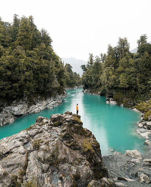 The Hokitika Gorge has unbelievable vivid turquoise water surrounded by lush native Bush that looks too good to be true but trust us, it is well worth a visit. The Hokitika Gorge is 33kms from Hokitika. This stunning shot was captured by @matthewhahnel  Be sure to #destinationnz to grab a feature ✌