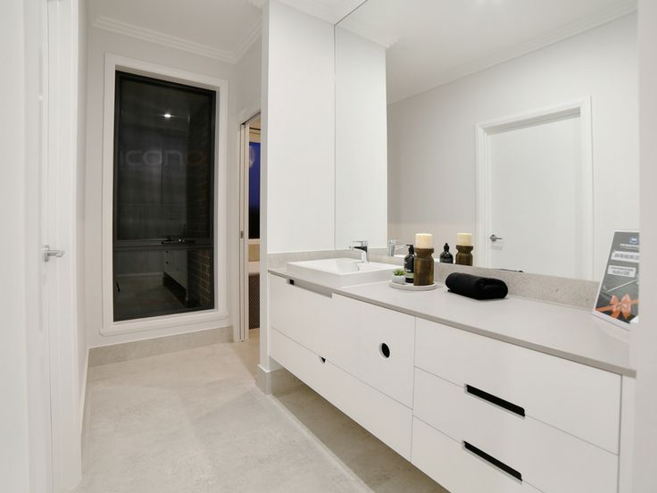 Stunning 3 way bathroom! #Robersonconstruction #stylebyblondes #iconobuildingdesign #familyhome #bathroom