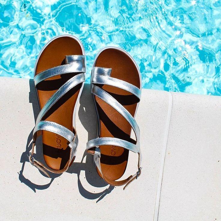 Sabato di relax ☀️❣️ #goodmorning #huppysaturday #inuovo #sandals #sandali #shoes #scarpe #summermood #summer #glamour #loveshoes #newcollection #womanshoes #love #fashionshoes #luxuryshoes #luxuryshops #springsummer2017 #cool #moda #beautiful #instashoes #shopping #shoponline #riccishop #italy