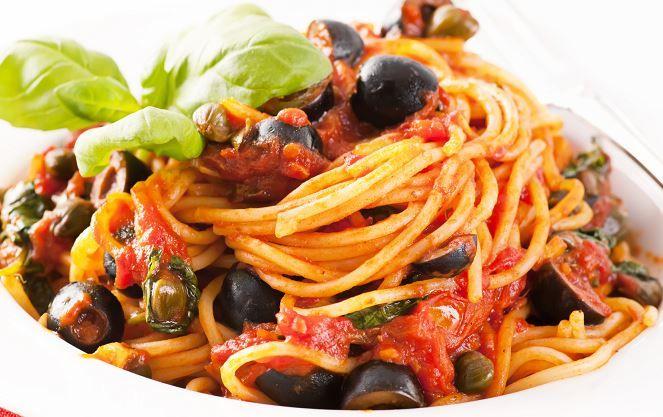 Voglia di un primo saporito ma poco impegnativo, spaghettata di mezzanotte improvvisata? Preparariamo la ricetta spaghetti alla San Giuannidd