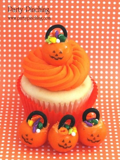 Gumball pumpkin trick or treat bucket cupcake topper: Buckets Cupcakes, Halloween Parties, Treats Cupcakes, Pumpkin Cupcakes, Treats Buckets, Gumball Pumpkin, Holidays Ideas, Halloween Cupcakes, Halloween Treats