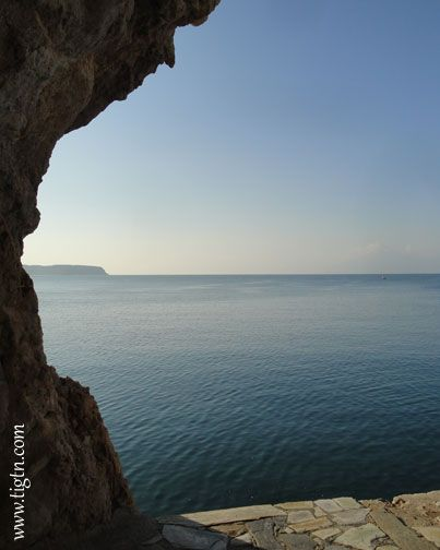 View of the #Argolic Gulf from the short pass through the rock along #Arvanitia promenade in #Nafplio - #Greece