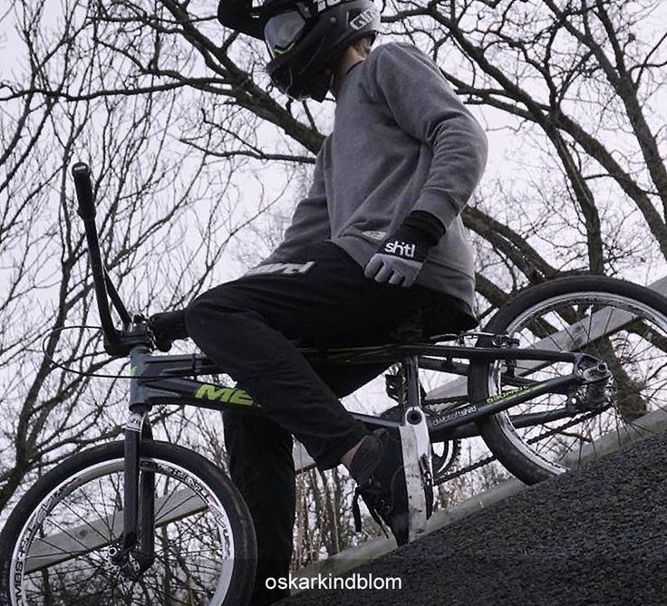 Throwing back a pose  #Repost @oskarkindblom #bmxracing #dwbtoftshit -///- #bmxrace #bmxlife #bmx #tbt