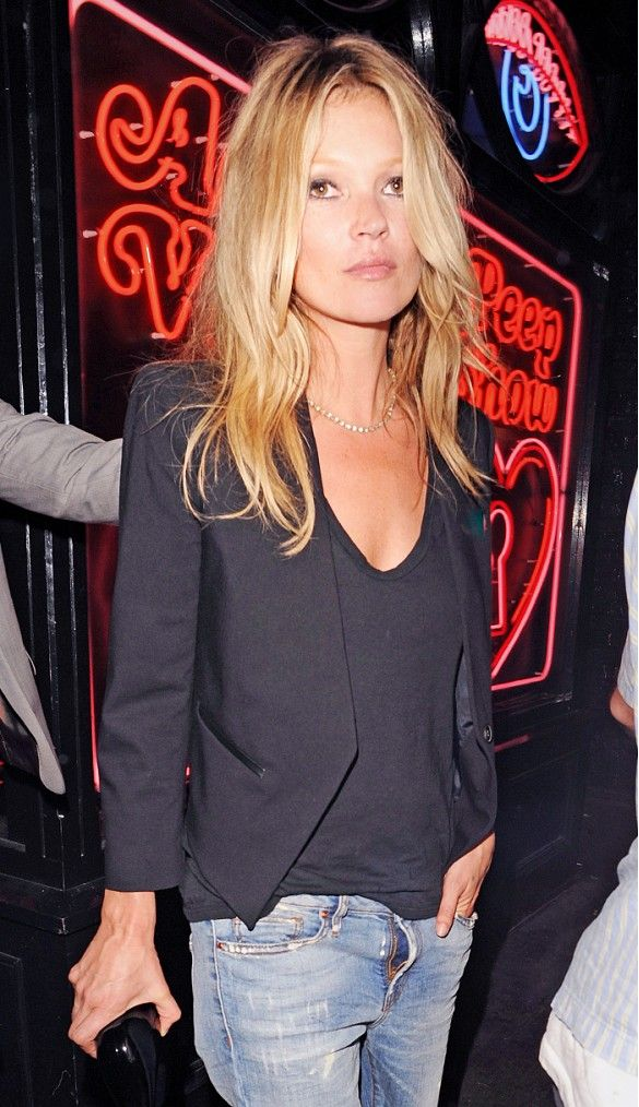 Pair your jeans with a lightweight blazer for a casual look. // #KateMoss #Style