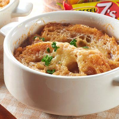 【レシピ有】【調理時間20分】タマネギを炒める時間を短縮した、簡単オニオングラタンスープ!チーズをたっぷり入れました♪ - 90件のもぐもぐ - オニオングラタンスープ by レシピ×食材専門店 レシプル