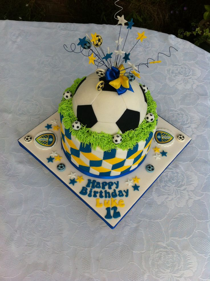 Leeds United football cake. Random Pinterest