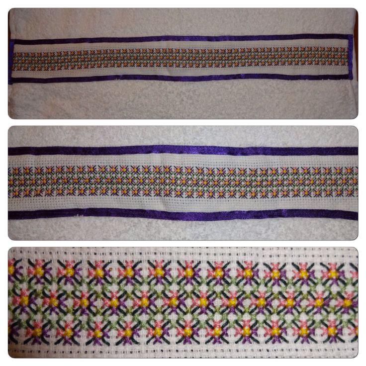 Punto Cruz: Toalla bordada con flores / Cross Stitch: Embroidered towel with flowers