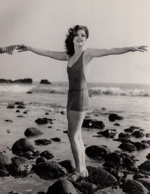 Wind Wings ☆ Clara Bow seaside in her sleek bathing suit circa 1927 ☆