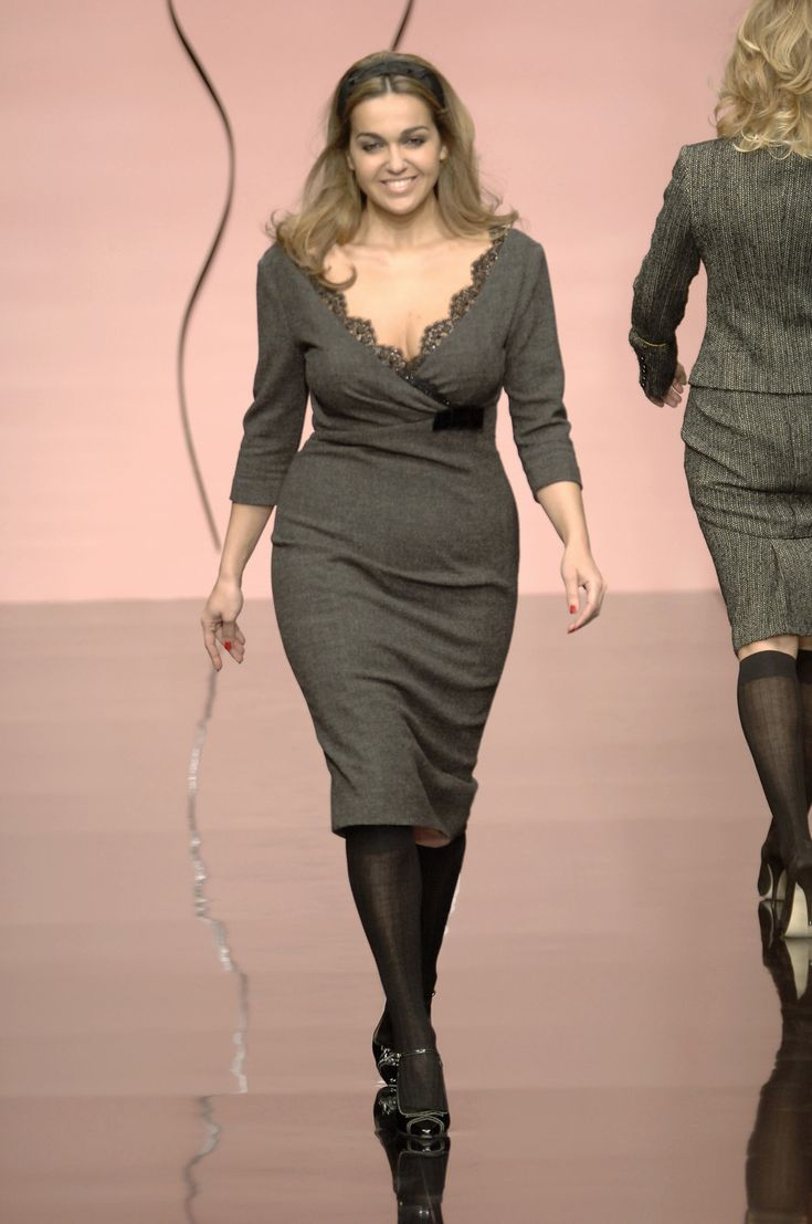 Elena Miro Fall 2006. I adore this dress, finally a garment that is both sexy and elegant for the full figured woman. It would be great if Elena Miro and other plus size designers used models that are genuinely 'plus' sized. The model in this photo can't be more than a size 12!