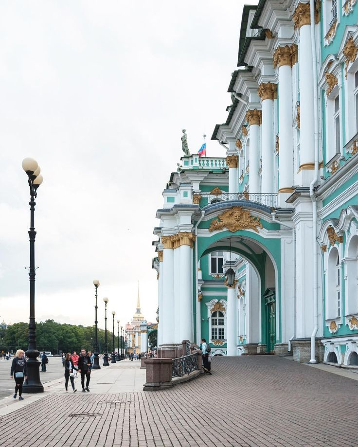 Hello again Saint Petersburg! ❤️ #saintpetersburg #russia #spb #spbgram #piter #hermitage #winterpalace #санкт_петербург #россия #питер #спб #эрмитаж #spbrussia #palacesquare