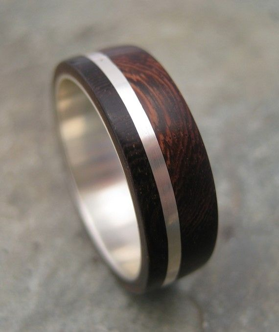 Obsessed w/ wood rings for my husband!!!Wood Ring Solsticio Nacascolo ecofriendly wood by naturalezanica