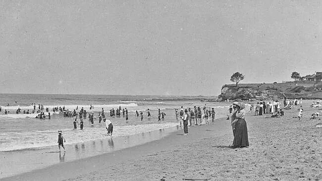 Colloroy Beach,Sydney in 1900s.A♥W